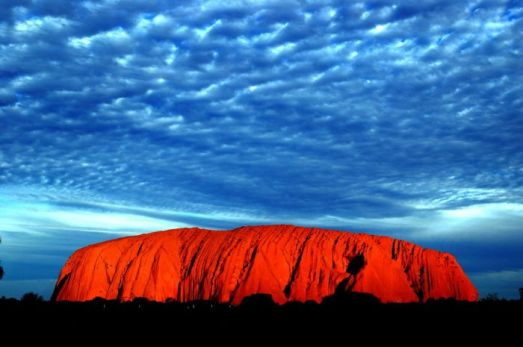http://xaxor.com/travel/27668-australia-uluru-ayers-rock-photos.html